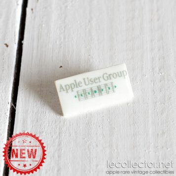 Apple user group France very rare porcelain lapel pin title up variant
