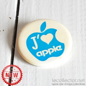 Vintage french plastic blue badge J'aime Apple by Decat Paris