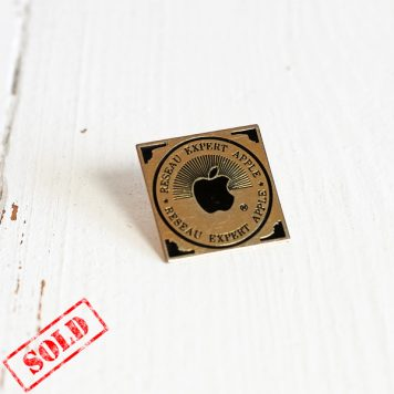 Reseau expert Apple official french Apple expert team rare lapel pin sold out